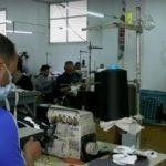 مصانع غزة تتحول لصناعة الكمامات الواقية لمواجهة كورونا