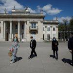 إصابات كورونا في بولندا تتجاوز 10 آلاف قبل أسابيع من الانتخابات