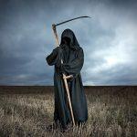 «ملك الموت» يحذر الأمريكيين من كورونا على شواطئ فلوريدا
