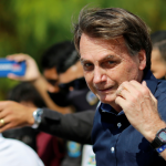 رئيس البرازيل ينضم إلى متظاهرين داعمين له في خضم أزمة كورونا