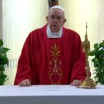 البابا فرنسيس يتضرع لرفع فيروس كورونا