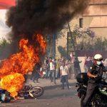 لبنان يرزخ تحت وطأة الاحتجاجات.. فما مطالب المتظاهرين وكيف ردت الحكومة؟
