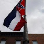 ميسيسيبي تقر إزالة شعار الكونفدرالية عن علم الولاية