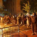 إصابة شرطي في نيويورك بالرصاص وطعن آخر وسط احتجاجات