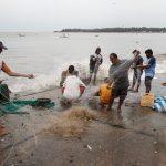 شوارع أكبر مدن الهند مهجورة استعدادا لإعصار قوي