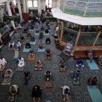 عمان تعيد فتح المساجد في منتصف نوفمبر