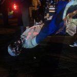 محتجون يسقطون تمثالا آخر لرموز الكونفدرالية في عاصمة ولاية فرجينيا