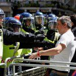 متحدث باسم رئيس الوزراء البريطاني: لن نتسامح مع العنف ضد الشرطة