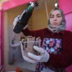 شابة من غزة تحارب البطالة من خلال مشروع «آيس كريم رول»