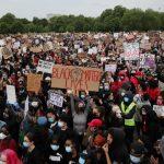 شرطة بريطانيا: فزعنا لموت الأمريكي فلويد وما لحقه من عنف
