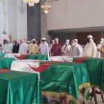 الجزائريون يلقون نظرة الوداع على رفات شهداء المقاومة