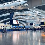 مطار هيثرو يطالب بريطانيا بفحص الركاب.. ويحذر من إصابة الاقتصاد بالشلل
