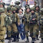بينهم 12 طفلا و10 نساء.. الاحتلال اعتقل 297 فلسطينيا خلال شهر واحد