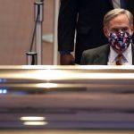 حاكم تكساس يجعل وضع الكمامات إلزاميا