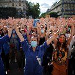 مظاهرة نسائية في باريس ضد وزير الداخلية وسط مزاعم بارتكابه جريمة اغتصاب