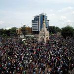 الحراك الاحتجاجي في مالي يكرّم ضحايا الاضطرابات والوساطة الإفريقية تواصل جهودها