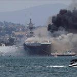 إصابة 18 بحارًا إثر حريق ضخم على متن سفينة حربية أمريكية