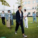 أول عرض أزياء في زمن كورونا .. الحفاظ على الكمامة والتباعد