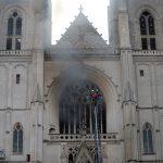 فتح تحقيق حول «حريق مفتعل» في كاتدرائية نانت بفرنسا