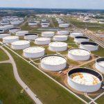أسعار النفط تنخفض مع طغيان القلق بشأن الطلب على تحفيز أمريكي