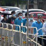 بكين ترفع بعض إجراءات العزل بعد انخفاض الإصابات بكورونا