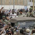 ماكرون يطالب بإعادة السلطة للمدنيين في مالي بأسرع وقت
