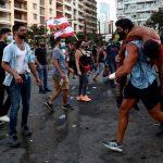 محتجون وسط بيروت يطالبون باستقالة الرئيس اللبناني