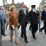 رئيس الوزراء الفرنسي يطالب المواطنين بوضع الكمامات