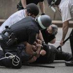 شرطة بورتلاند الأمريكية تنفذ اعتقالات بعد إشعال المحتجين لحرائق
