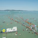 رغم كورونا.. الآلاف يشاركون في أطول سباق للسباحة في المياه المفتوحة بأوروبا
