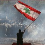«يجيد النفاق».. ردود فعل غاضبة من خطاب رئيس حكومة لبنان