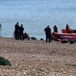 الداخلية البريطانية تطلب من الجيش التصدي لقوارب المهاجرين