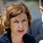 فرنسا تعلن تطعيم أفراد طاقم الطائرة شارل ديغول بلقاح كورونا