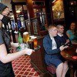 إنفاق المستهلكين ببريطانيا يتعافى في يوليو مع إعادة فتح الحانات والمطاعم