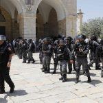 100 مصاب.. الاحتلال يحول القدس المحتلة لـ«ساحة حرب»