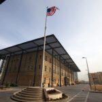 محلل: إغلاق السفارة الأمريكية يضر الاقتصاد العراقي ويمنح الثقة للإرهاب