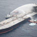 سريلانكا تقطر ناقلة النفط المنكوبة إلى المياه العميقة وتخمد حريقا