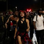 شرطة بورتلاند تنفذ اعتقالات بعد تحول احتجاجات إلى أعمال عنف