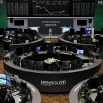 أسهم أوروبا تغلق على انخفاض بضغط من ارتفاع عائدات السندات