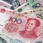 اليوان يسجل ذروة 16 شهرا بعد بيانات صينية والدولار يهبط