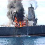 بحرية سريلانكا تستبعد حدوث تسرب نفطي من الناقلة المحترقة
