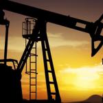 النفط يواصل خسائره وسط تجدد المخاوف من إغلاقات كورونا