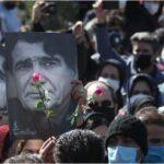 الإيرانيون يشيعون جثمان شجريان: «وداعا طائر الفجر»