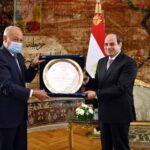 جامعة الدول العربية تمنح السيسي درع العمل التنموي العربي