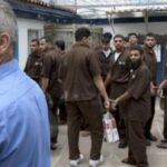 من أجل الحياة.. ارتفاع عدد الأسرى الفلسطينيين المضربين في سجون الاحتلال إلى 18
