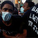 متظاهرون يعتزمون التجمع بعد اطلاق الشرطة النار على زوجين من السود