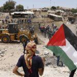 وقفة احتجاجية لرفض انتهاكات الاحتلال ومحاولة هدم الخان الأحمر