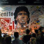 الجماهير تلقي نظرة الوداع على جثمان مارادونا