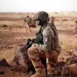فرنسا توشك على تقليص وجودها العسكري في الساحل