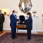 صور| رئيسة اليونان تقلد الرئيس المصري أعلى وأقدم أوسمة بلادها